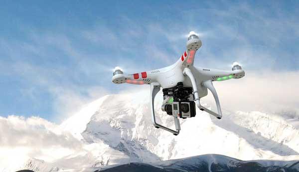 Полет квадрокоптера в горах