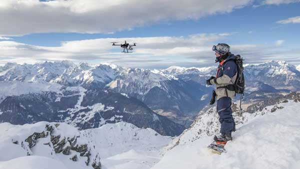 Управление квадрокоптером в заснеженных Альпах