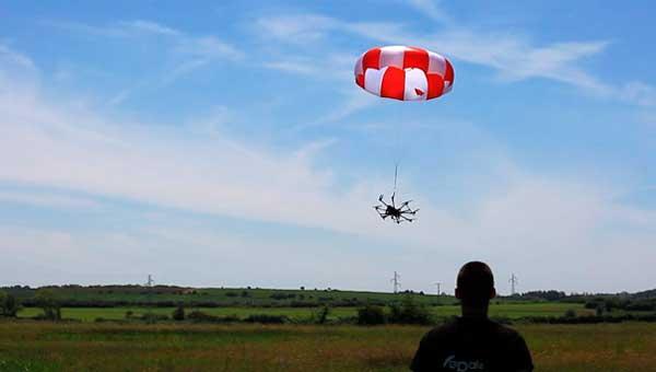 Приземление квадрокоптера на парашюте