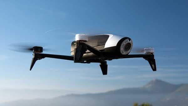 Квадрокоптер Parrot Bebop Drone 2 в небе