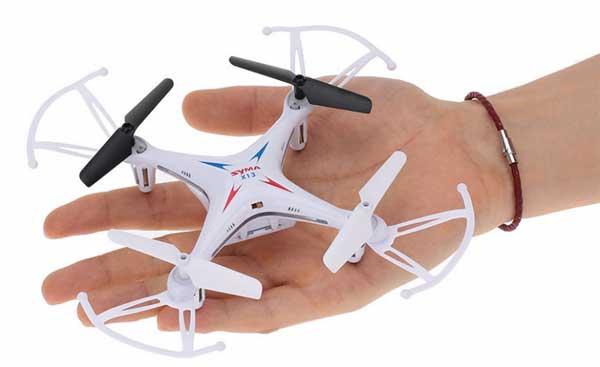 Квадрокоптер Syma X13 на руке