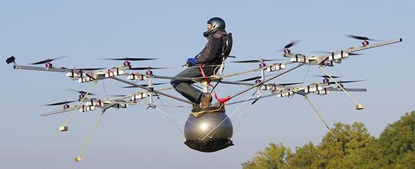 Квадрокоптеры поднимают в воздух человека