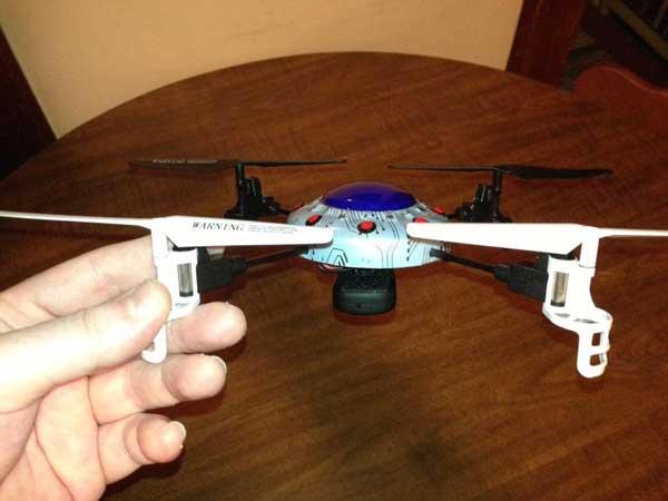 Квадрокоптер Syma X 1 в руках