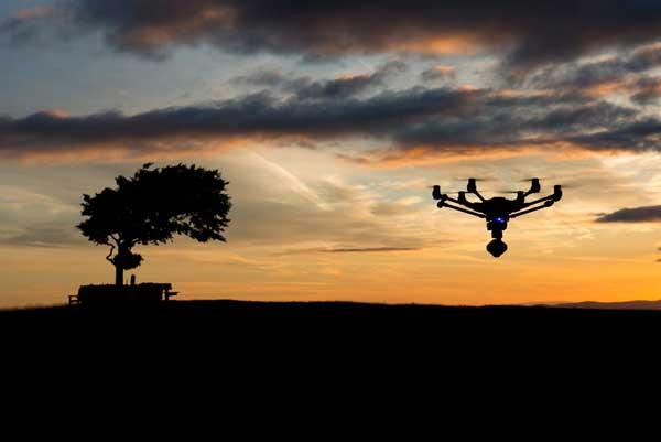 Гексакоптер в вечернем небе