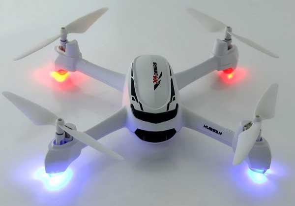 Квадрокоптер Hubsan X4 H502S со включенной подсветкой